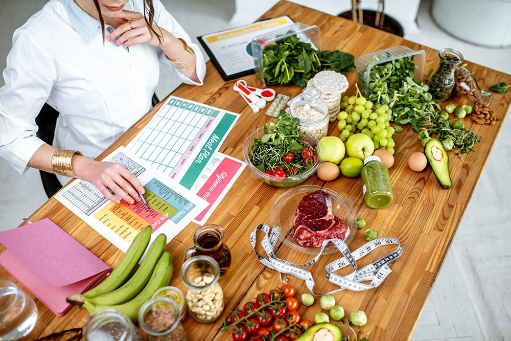 Hypoglycemia Diet Plan: Best & Worst Foods to Manage it Well